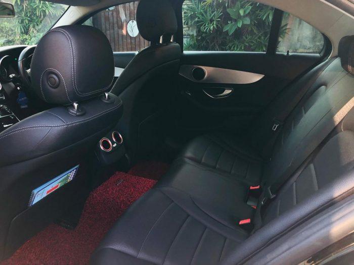 Kursi Mercedes Benz e400 di Bali